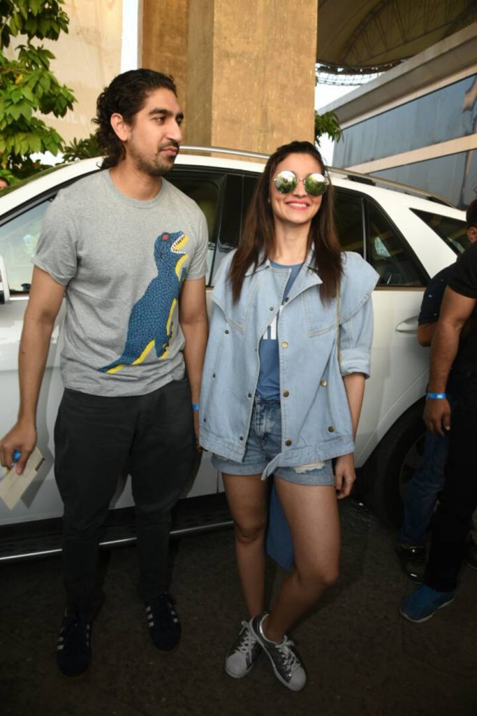 Alia smiles for the shutterbugs with Ayan Mukerji for company. (Photo: Yogen Shah)